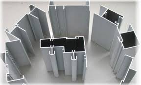alyuminieve-fasad-dlya-mebeli-i-sovremenne-razdvizhne-sistem